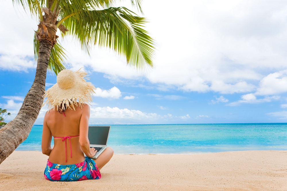 make money while travelling